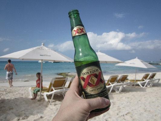 cerveja grande na praia