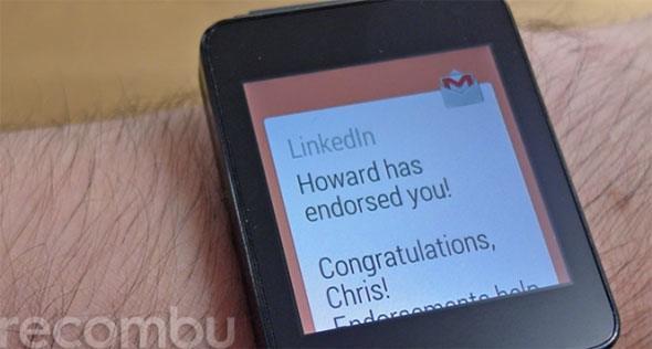 Smartwatch com email recebido